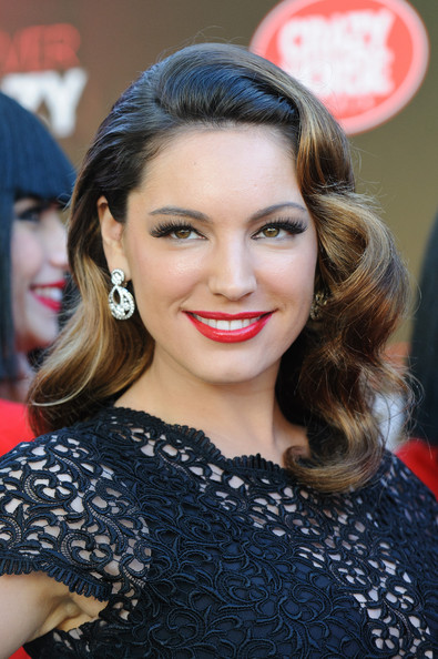 Gratuitious Kelly Brook photo