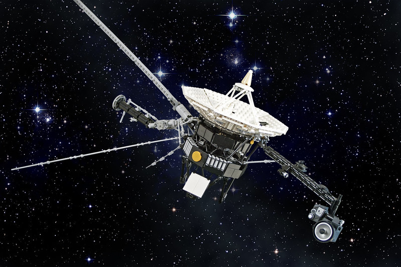 Voyager 2 in Lego